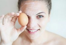 Lòng trắng trứng gà xóa nếp nhăn